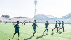 Indosport - Pemain Persebaya saat mengikuti latihan di Stadion Gelora Delta, Sidoarjo, Jumat (20/03/20).