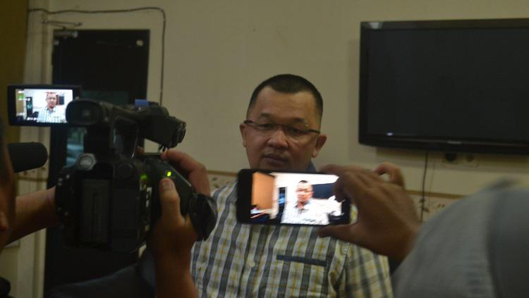Manajer Sriwijaya FC, Hendri Zainuddin, memberikan keterangan pers soal Liga 2 2020. Copyright: Muhammad Effendi/INDOSPORT