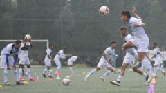 Indosport - Persib berlatih di Lapangan Inspire Arena, Kabupaten Bandung Barat, Jumat (20/03/2020).