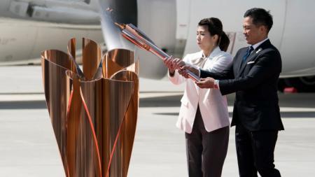Obor Olimpiade 2020 sudah tiba di Jepang, Jumat (20/03/20). - INDOSPORT
