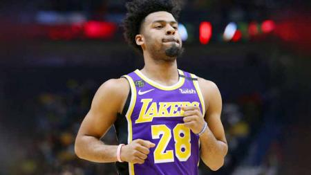 Bintang LA Lakers, Quinn Cook membagikan pengalamannya saat melakukan tes pemeriksaan virus Corona yang dijalani oleh timnya. - INDOSPORT