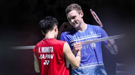 Pebulutangkis Kento Momota dikabarkan akan segera come back di kompetisi German Open 2021, media Malaysia tak sabar saksikan duelnya dengan Viktor Axelsen. - INDOSPORT