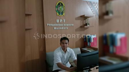 Kiper PSIM Yogyakarta, Ivan Febrianto yang tetap bergelut dengan dunia perdinasan pasca kompetisi Liga 2 ditunda akibat virus corona. - INDOSPORT