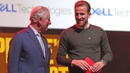 Prince Charles sempat mengobrol dan satu panggung dengan Harry Kane di acara The Prince's Trust and TK Maxx & Homesense Awards 2020. - INDOSPORT