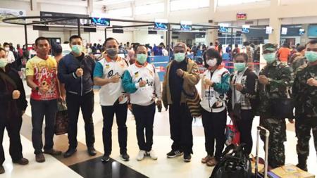 Tim Monitoring dan Evaluasi (Monev) kesehatan akhirnya diterbangkan oleh Puslatprov KONI Papua untuk mengecek atlet yang tengah pemusatan latihan. - INDOSPORT