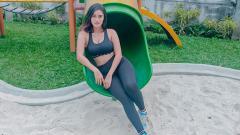 Indosport - Jak angel seksi, Jess Amalia terlihat luwes saat berjoget goyang 'mama muda' di TikTok meski kakinya masih bengkak dan terasa nyeri.