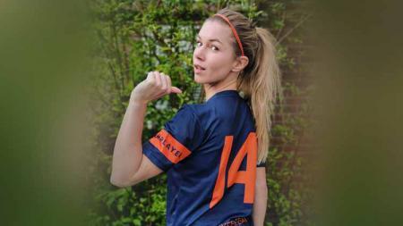 Anouk Hoogendijk mantan pemain Timnas Sepak Bola Wanita Belanda yang memiliki paras cantik dan tubuh seksi. - INDOSPORT