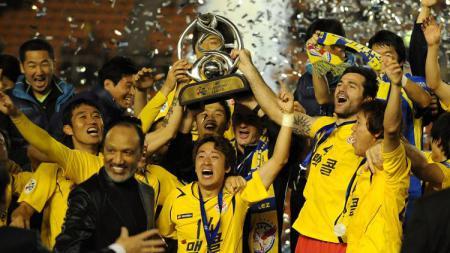 Klub besutan Shin Tae-yong, Seongnam, ketika juara Liga Champions Asia 2010. - INDOSPORT