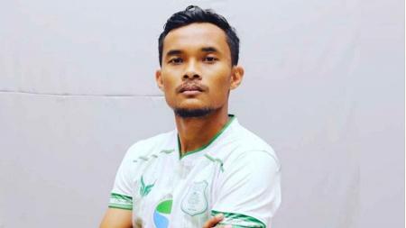 Bek PSMS Medan di Liga 2 2020, Muhammad Rifqi, angkat bicara perihal wacana manajemen yang berniat menambah pemasukan pemain di luar gaji bulanan. - INDOSPORT