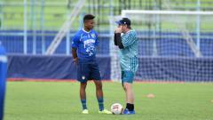 Indosport - Striker Persib Bandung Wander Luiz (kiri) dan kepala pelatih Robert Rene Alberts (kanan).