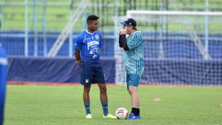 Striker Persib Bandung Wander Luiz (kiri) dan kepala pelatih Robert Rene Alberts (kanan). - INDOSPORT