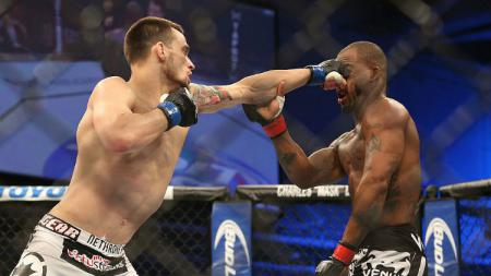 Petarung Mixed Martial Arts (MMA) asal Amerika Serikat, James Krause harus rela menelan kekalahan atas Bobby Green di ajang Ultimate Fighting Championship (UFC) Fight Night 31 di Fort Campbell, Kentucky. - INDOSPORT