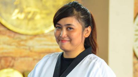 Pemecah rekor Indonesia, Rahadewi Neta, lakukan aktivitas olahraga demi menangkal corona sekaligus diet. - INDOSPORT