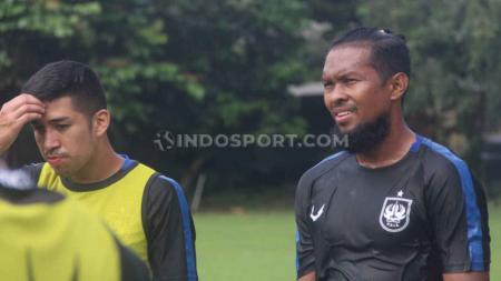 Pemain PSIS Semarang, Abdul Abanda Rahman (kanan). - INDOSPORT