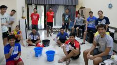 Indosport - Aksi sosial atlet pelatnas PBSI untuk melawan virus Corona.