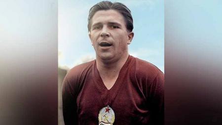Pada 1 April 1927, Ferench Puskas lahir dan menjelma sebagai legenda sepak bola baik bagi Real Madrid, Manchester United dan Sir Alex Ferguson. - INDOSPORT