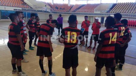Tim Futsal Papua yang disiapkan untuk mengikuti event PON 2020 mulai mengurangi intensitas latihan demi mengantisipasi ancaman virus corona. - INDOSPORT
