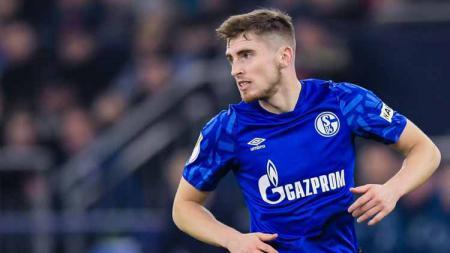 Jonjoe Kenny, bocah Merseyside ini layak dikatakan sebagai calon pesaing Trent Alexander-Arnold, karena sedang begitu bersinar pentas di Bundesliga Jerman. - INDOSPORT