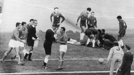 Battle of Santiago pada Piala Dunia 1962 di Chile jadi salah satu laga bersejarah dalam gelaran turnamen empat tahunan tersebut - INDOSPORT