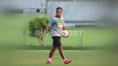 Pelatih kiper klub Liga 2 2020 PSMS Medan, Muhammad Halim. - INDOSPORT