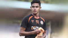 Indosport - Pemain klub Liga 1 2020 Persiraja Banda Aceh, Miftahul Hamdi, menceritakan kisahnya memutuskan untuk menikah muda.