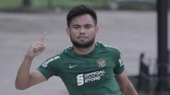 Indosport - Pemain andalan Timnas Indonesia, Saddil Ramdani, ditetapkan sebagai tersangka karena menganiaya gerombolan pemabuk yang menghina ibunya.