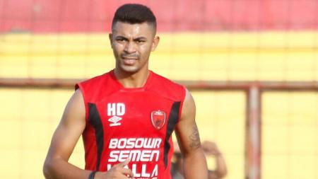 Bek klub Liga 1 PSM Makassar asal Lebanon, Hussein Eldor hampir menjadi korban ledakan dasyat yang terjadi di Beirut, Lebanon - INDOSPORT