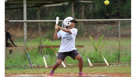 Tim Sofbol Papua tetap berlatih seperti biasanya tanpa terganggu oleh pandemi virus corona (COVID-19). - INDOSPORT