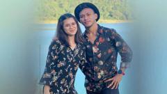 Indosport - Pemain klub Liga 1, Persija Jakarta, Osvaldo Haay (kanan) bersama kekasihnya.