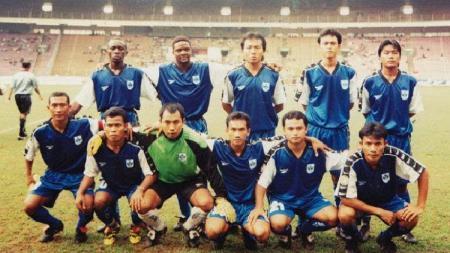 Tim PSIS Semarang berhasil mencatatkan sejarah saat berhasil menjuarai kompetisi Liga Indonesia (LIGINA) V di tahun 1999. - INDOSPORT