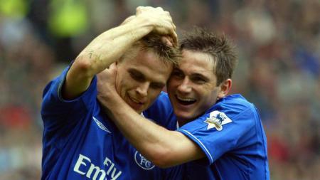 Jesper Gronkjaer (kiri) dan Frank Lampard semasa membela Chelsea - INDOSPORT