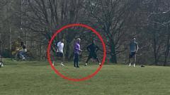 Indosport - Jose Mourinho bersama beberapa pemain Tottenham Hostpur berlatih di taman saat pendemi virus corona.