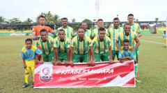 Indosport - Sebagian pemain klub asal Papua yang berlaga di Liga 2, PSBS Biak memilih menghabiskan waktu di dalam mes untuk menghindari penyebaran wabah virus corona.
