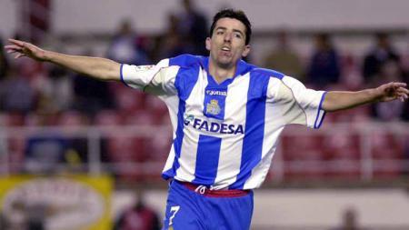 Tanggal 8 April menandai hattrick Roy Maakay yang kemudian membawa, Deportivo de La Coruna, menjuarai ajang LaLiga Spanyol untuk pertama kalinya dalam sejarah. - INDOSPORT