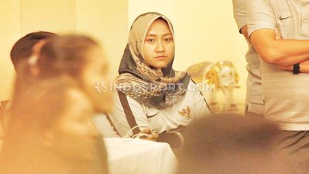Fisioterapis Timnas Indonesia Putri, Lulu Indah Prawira, memberikan tips olahraga efektif di rumah. - INDOSPORT
