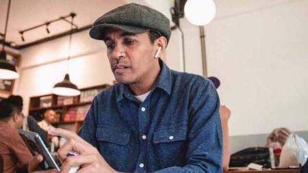 Berikut empat musisi asal Indonesia penggila klub sepak bola Eropa, termasuk salah satunya mendiang almarhum penyanyi Glenn Fredly. - INDOSPORT
