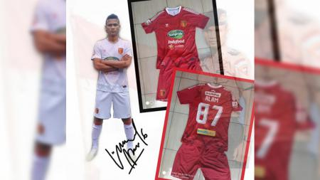 Defender klub Liga 2 Badak Lampung, Ikhfanul Alam turut melakukan lelang Jersey pribadinya guna membantu upaya untuk memerangi pandemi virus corona. - INDOSPORT