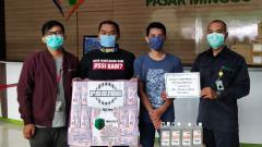 Indosport - PSSI Pers menyumbang 1000 masker dan 50 liter hand sanitizer ke Rumah Sakit Umum Daerah (RSUD) Pasar Minggu yang tengah berjuang melawan virus corona.