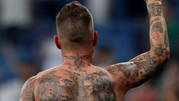 Bek dan kapten Real Madrid Sergio Ramos miliki tato Yesus di tubuhnya. Copyright: Burak Akbulut/Anadolu Agency/Getty Images