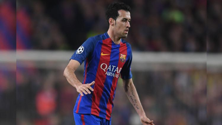 Gelandang Barcelona Sergio Busquets miliki tato tulisan Arab. Copyright: Michael Regan/Getty Images