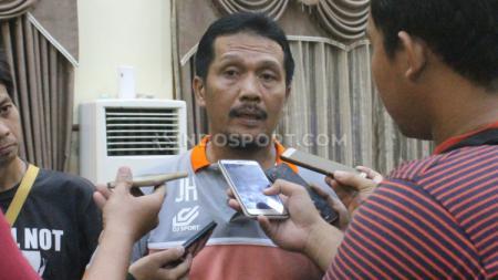 Pelatih PSCS Cilacap, Jaya Hartono, menuntut ketegasan PSSI soal Liga 2 2020. - INDOSPORT