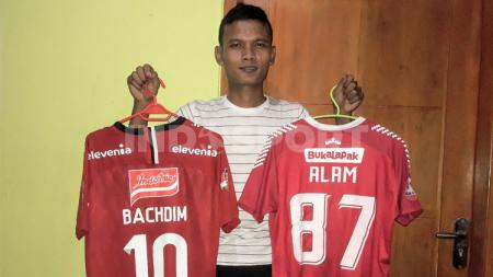 Pemain Badak Lampung FC, Ikhfanul Alam ternyata menyimpan hasrat untuk membela klub juara Liga 1 2017, Bhayangkara FC. - INDOSPORT