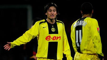 Mengingat kembali aksi selebrasi unik Tomas Rosicky ketika bermain di klub Bundesliga Jerman, Borussia Dortmund. - INDOSPORT