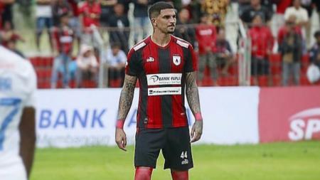 Bek klub Liga 1, Persipura Jayapura, asal Brasil, Arthur Cunha da Rocha. - INDOSPORT