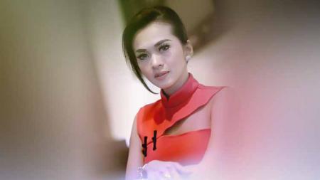 Aktris Indonesia, Sasha Sylvia Alexa mencoba berlatih Thai Boxing. - INDOSPORT