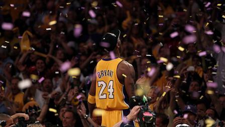 Dalam laga terakhirnya bersama La Lakers, Kobe Bryant sukses meraih kemenangan 101-96 atas Utah Jazz.