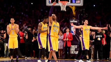 Dalam laga terakhirnya, Kobe Bryant menyumbangkan 60 poin bagi LA Lakers.