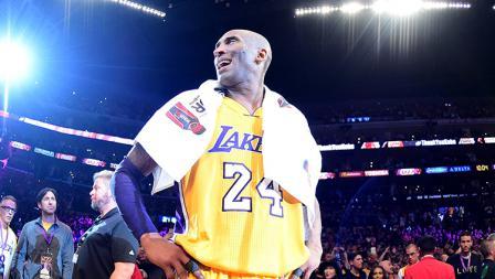 Kobe Bryant memutuskan pensiun dari duna basket di usia 37 tahun.