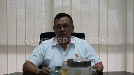 Ketua umum KONI Jawa Tengah, Brigjen TNI (Purn) Subroto saat berada di kantornya. - INDOSPORT