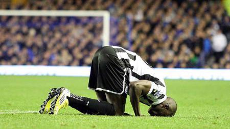 Salah satu pemain muslim yang pernah memperkuat Newcastle United, Demba Ba. - INDOSPORT